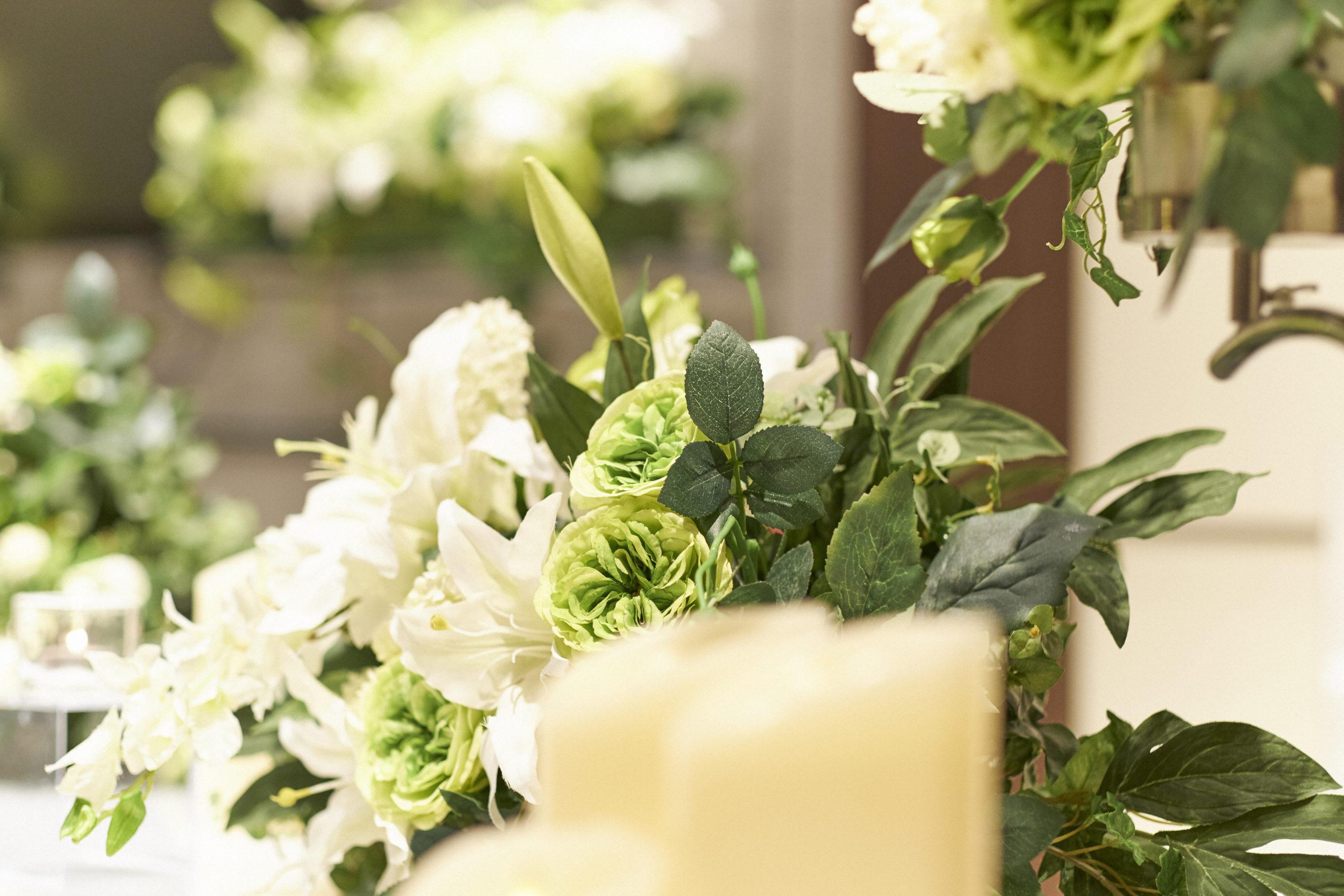 葬儀に送る花【供花・供物】種類と金額の相場
